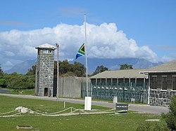 Penjara Pulau Robben yang menampung para tahanan politik era apartheid, termasuk Nelson Mandela, kini merupakan salah satu Situs Warisan Dunia UNESCO.