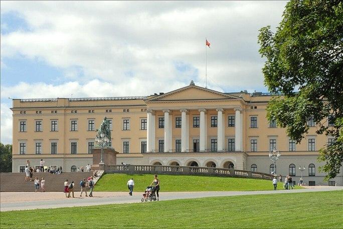 Oslo Royal Palace left