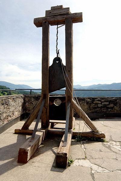 File:Seeboden Treffling Burg Sommeregg Foltermuseum Guillotine 24082007 31.jpg