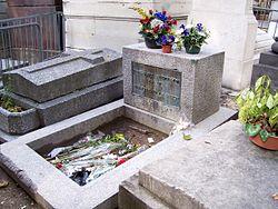 Túmulo de Jim Morrisson no Cemitério do Père-Lachaise