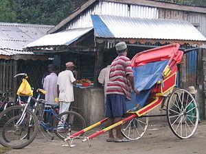Français : Pousse-pousse à Tamatave, Madagasca...