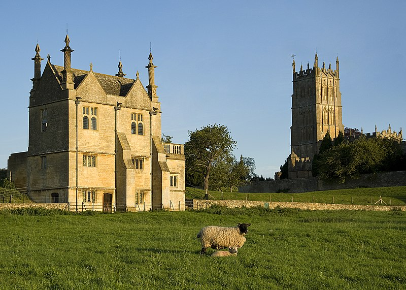 File:East Banqueting Wool Church Chipping Campden.jpg