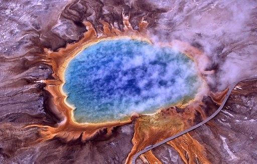 Imagen aérea de la Gran Fuente Prismática del Parque Nacional de Yellowstone, Wyoming (EEUU)