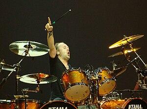 Lars Ulrich durante una actuación de Metallica...