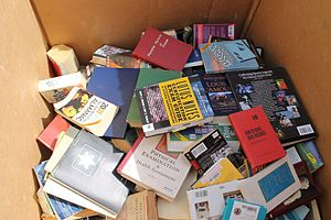 English: Books in bin