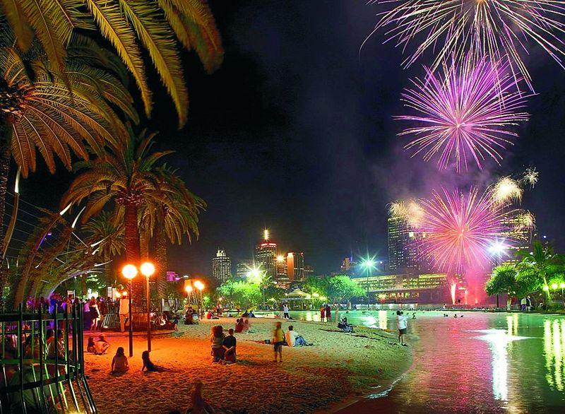 File:Southbank Beach Fireworks Night.jpg