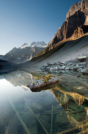English: Lower Consolation Lake in Banff Natio...