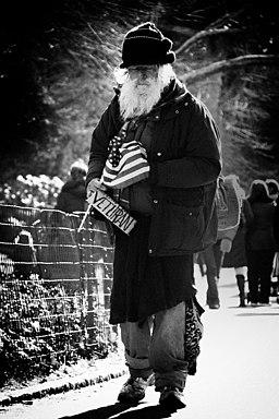 https://i1.wp.com/upload.wikimedia.org/wikipedia/commons/thumb/f/f6/Homeless_Veteran_in_New_York.jpeg/256px-Homeless_Veteran_in_New_York.jpeg