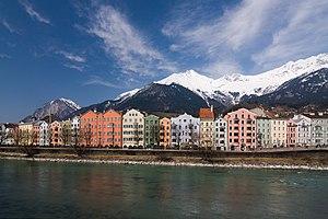 English: in Innsbruck. Français : La Flussprom...