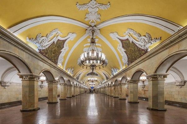 Komsomolskaya (Koltsevaya line) - Wikipedia