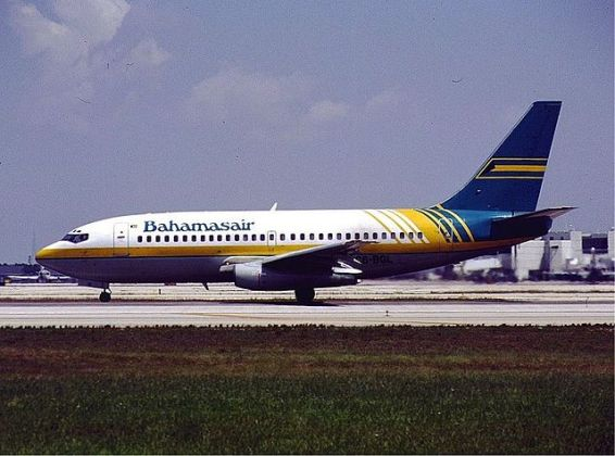 File Bahamasair old livery Boeing 737 200 KvW jpg   Wikimedia Commons Other resolutions  320      237 pixels