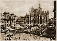 {{it Milano, piazza duomo all'inizio del XX se...