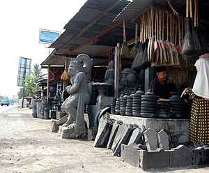 English: Stone artshop at roadside of Muntilan...