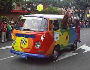 Desfile de Autos Clásicos y Antiguos en la Fer...