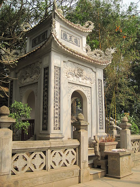 Tập tin:Mausoleum of Hung King.JPG