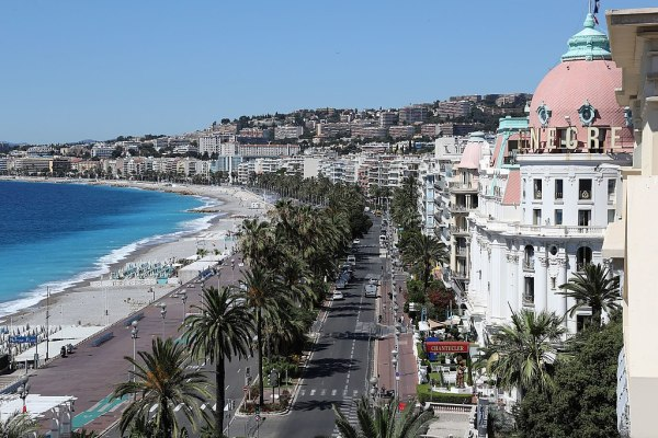 File:Promenade des Anglais, Nice.jpg - Wikimedia Commons