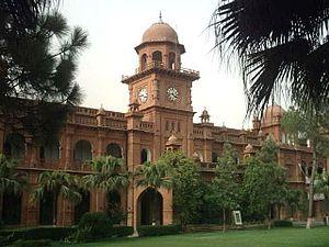 English: The Punjab University Old Campus Buil...