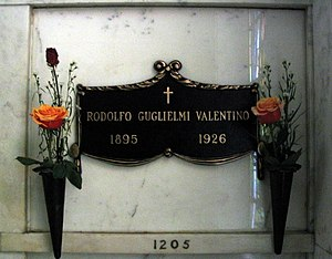 English: Crypt of Rudolph Valentino at Hollywo...