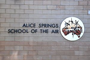 English: Alice Springs school of the air Franç...