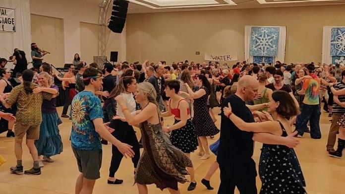 Contra dance - Wikipedia