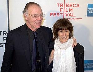 English: Nicholas Pileggi and Nora Ephron at t...
