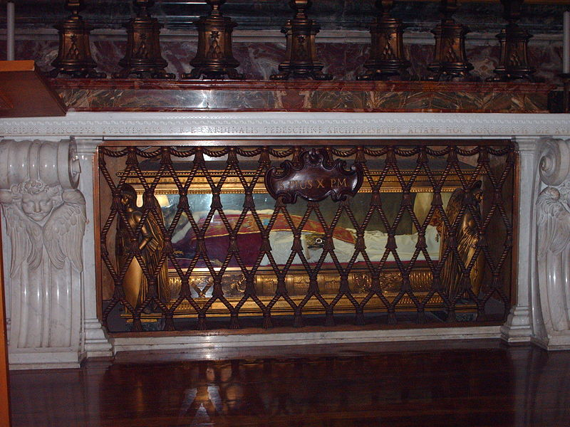 Plik:Tomb of pope Pius X.jpg