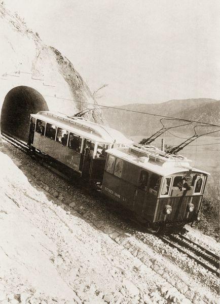 Ferrovia del Renon - lo spintore e la vettura automotrice