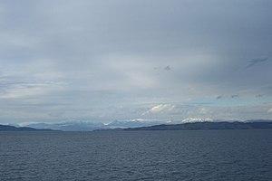 Ακτή και βουνά της Αλβανίας από το φέρυ-μποτ