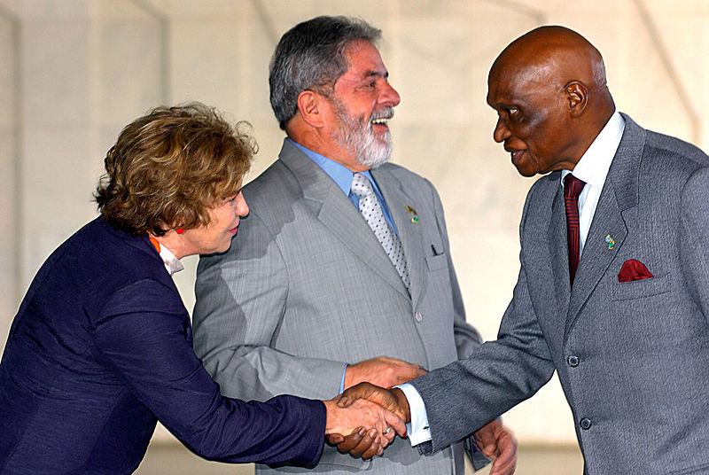 File:Abdoulaye Wade with Marisa Letícia Lula da Silva, 1642RP49.jpg