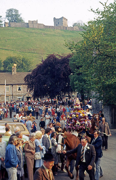 File:Castleton procession.jpg
