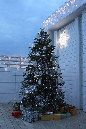English: Artificial Christmas tree with lights...