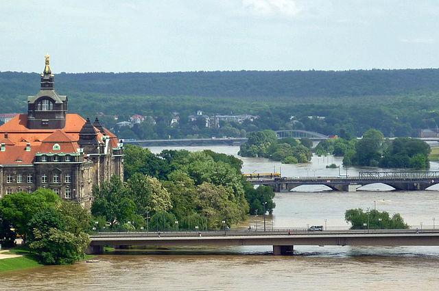 Blick über Carolabrücke und Albertbrücke zur Waldschlösschenbrücke, 6.6.2013