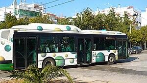 Greek: Η παρούσα απεικονίζει λεωφορείο του ΟΑΣ...
