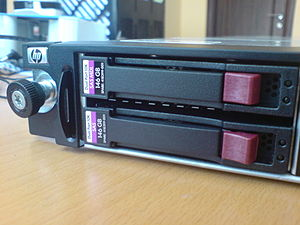 English: HP ProLiant DL360 G7, left part of th...