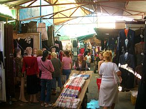 English: Clothing stalls in Dordoy Bazaar, Bis...
