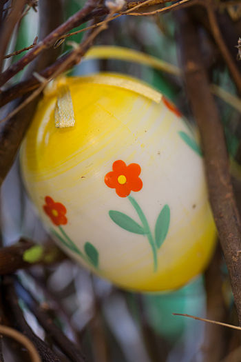 Easter egg with flowers.