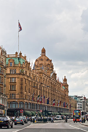 English: Harrods Department Store as viewed fr...
