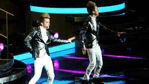 English: Jedward (aka John & Edward) performin...