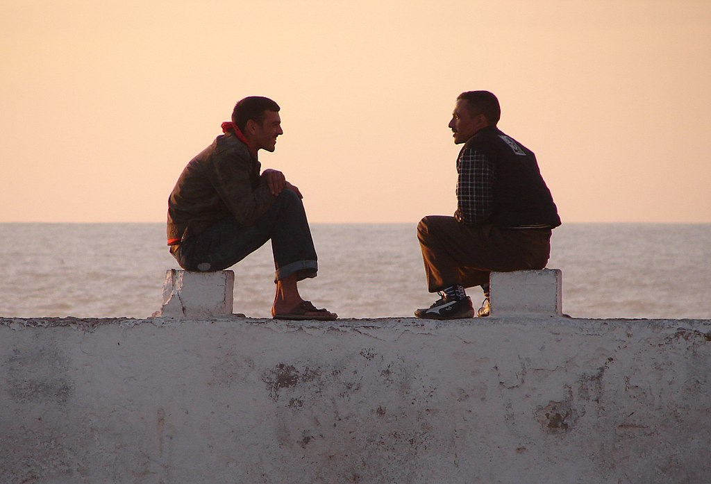 https://i1.wp.com/upload.wikimedia.org/wikipedia/commons/thumb/f/fd/Meeting_On_The_Wall%2C_Essaouira_%285258780850%29.jpg/1024px-Meeting_On_The_Wall%2C_Essaouira_%285258780850%29.jpg