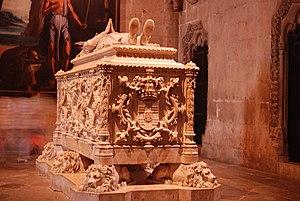 Vasco da Gama - stone tomb in Jerónimos Monast...