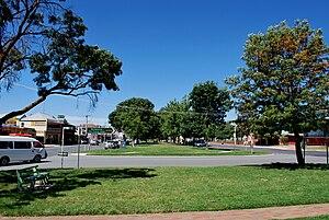 English: The main street (Goulburn Valley High...