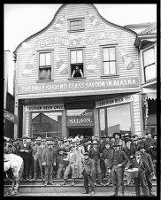 Nome, Alaska, 1901: Il Dexter Saloon era di proprietà di Wyatt Earp e del suo socio Charles E. Hoxie.