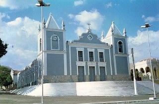 Ficheiro:Igreja Matriz de Viçosa.jpg