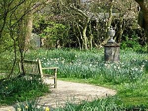 English: Nymans Garden-Ode to a Grecian Urn. A...