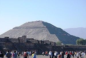 English: Pyramid of the Sun early morning spri...