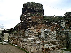 English: Remains of Byzantine shops at the arc...