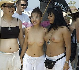 English: Topless Raelians. Demonstration in Ve...