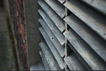 English: Set of blinds in an abandoned house o...