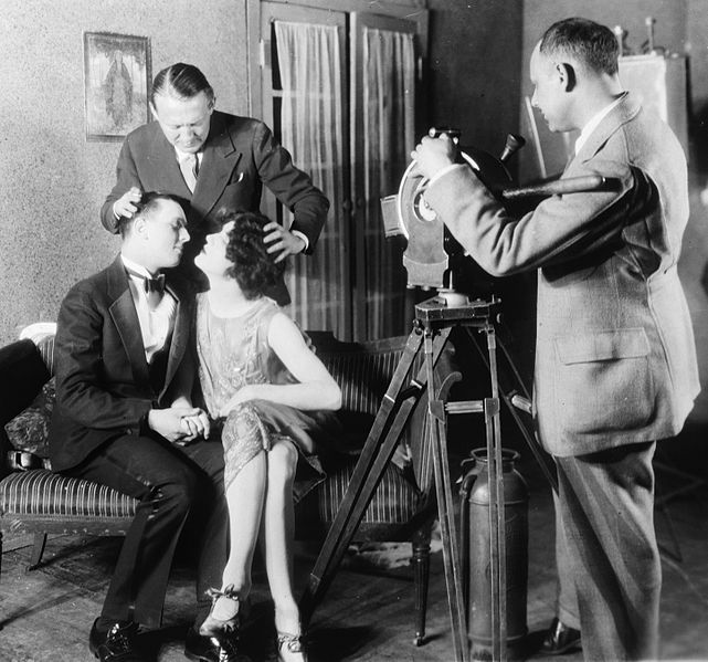 File:Edmund Goulding helping two actors kiss 1927.jpg