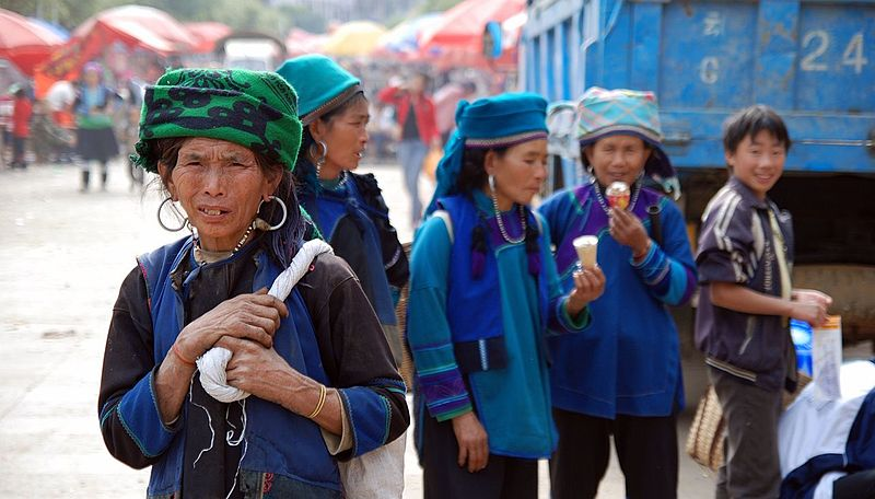 File:Hani ladies in Laomeng village Yunnan China.jpg